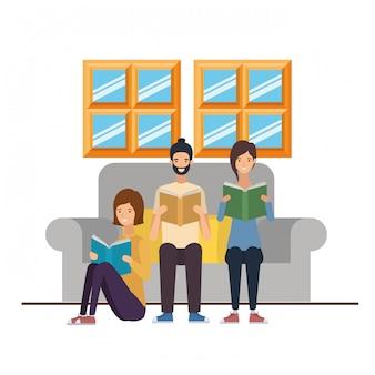 Gruppe von personen mit buch in den händen im wohnzimmer