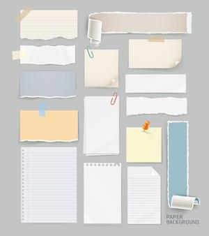 Gruppe von zerrissenem papierhintergrund lokalisiert auf grau