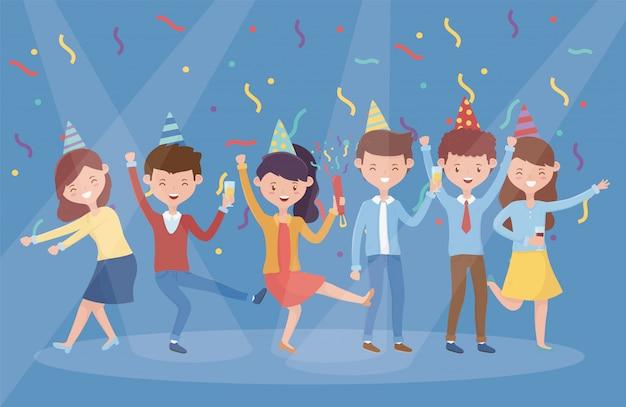 Gruppenleute, die party feiernd tanzen