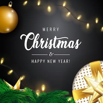 Grußkarte der frohen weihnachten und des guten rutsch ins neue jahr und zusammensetzung von festlichen elementen mögen glänzende weihnachtsbaumdekorationen