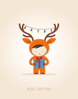 Grußkarte mit niedlichem kind in einem hirsch-weihnachtskostüm