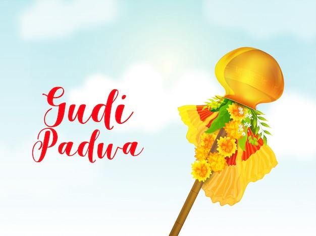 Gudi padwa schriftart mit goldenem kalash auf bambusstock, stoff, blumengirlande, neem und mangoblättern