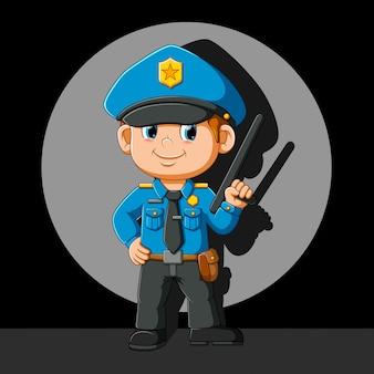 Gute polizei macht glückliche pose