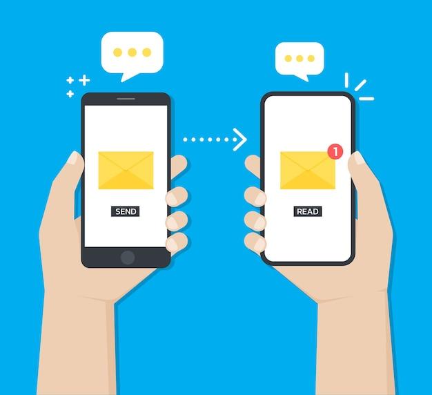 Hände, die ein smartphone halten, während sie nachrichten oder e-mails von einem gerät zum anderen senden