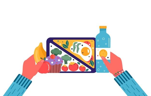 Hände, die frühstücks- oder mittagsmahlzeiten halten. essen, getränke für kinder schule lunchboxen mit essen, brokkoli, sandwich, saft, snacks, obst, gemüse.vector trendy