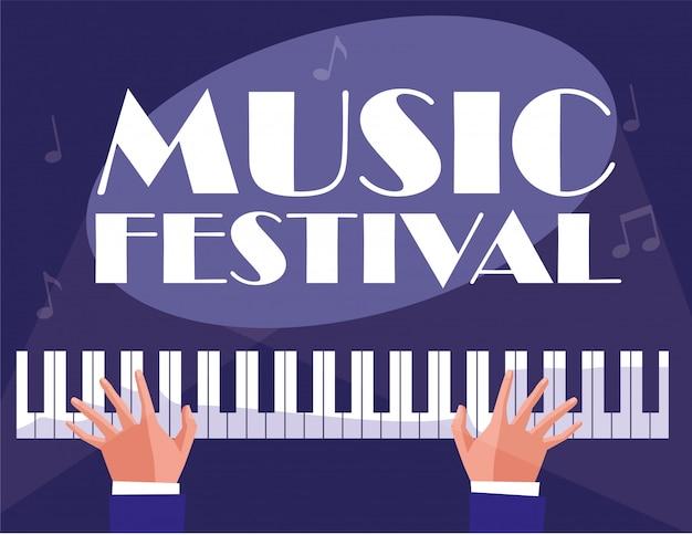 Hände, die klassisches instrument des klaviers spielen