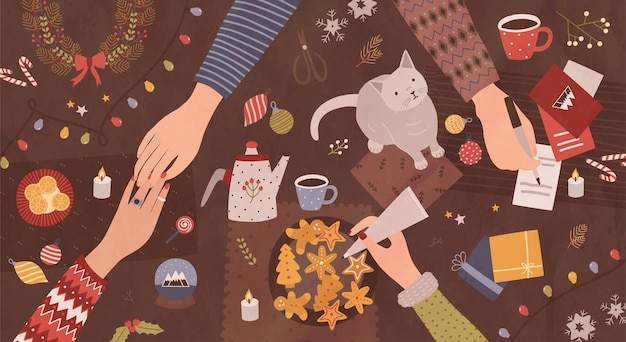 Hände von leuten, die am tisch sitzen und sich auf weihnachten vorbereiten - festliche dekorationen machen, auf grußkarten schreiben, kekse dekorieren. ansicht von oben. bunte cartoon-feiertags-vektor-illustration.