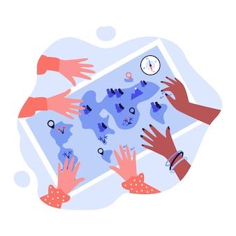 Hände von menschen auf wanderkarte