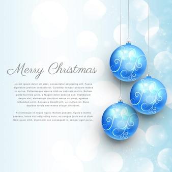 Hängen blaue weihnachtskugeln mit blumenschmuck und bokeh-effekt hintergrund der frohen weihnachten