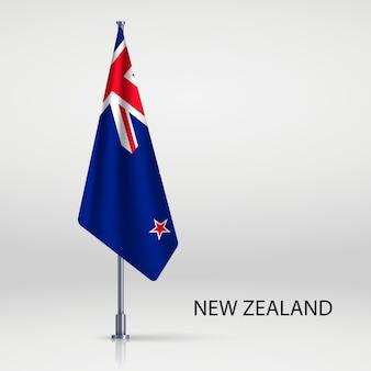 Hängende flagge auf fahnenmastvorlage