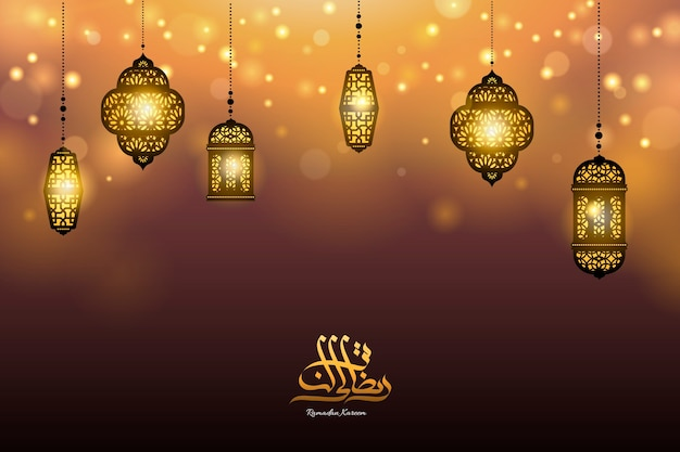 Hängende ramadan-laternen auf bokeh-partikelhintergrund mit goldener kalligraphie, kopierraum für begrüßungswörter
