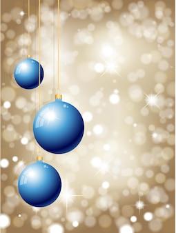 Hängende weihnachtskugeln auf einem glitzernden goldgrund