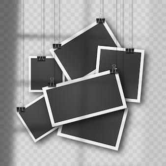 Hängendes foto-set im vintage-stil auf weichem transparentem hintergrund. realistische retro-fotovorlagen, die an metallclips aufgehängt sind. weiche organische schattenüberlagerung von fenster und umgebung.