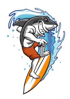 Hai genießt spiel surfen auf dem wasser