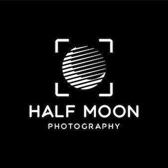 Halbmond mit fokus des kameraobjektivlogos für fotografie-schablonendesign