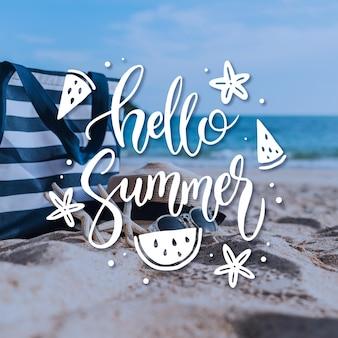 Hallo sommer schriftzug mit strand Kostenlosen Vektoren