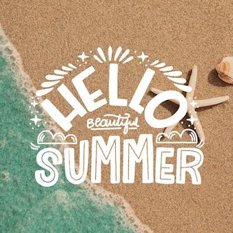 Hallo sommer schriftzug mit strand
