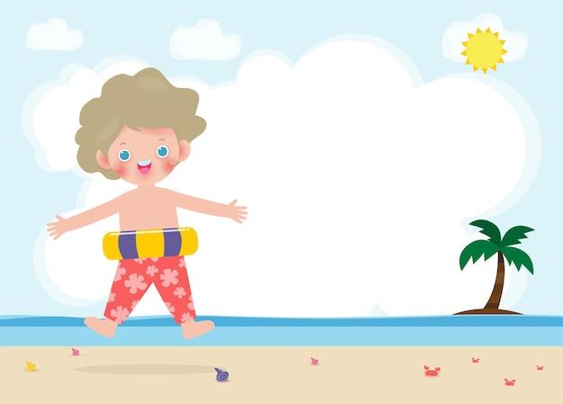 Hallo sommerfahnenschablone glückliche kinder in der schwimmkleidung mit aufblasbarem spielzeug am strand