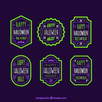 Halloween abzeichen im vintage-stil mit hellen grünen grenze