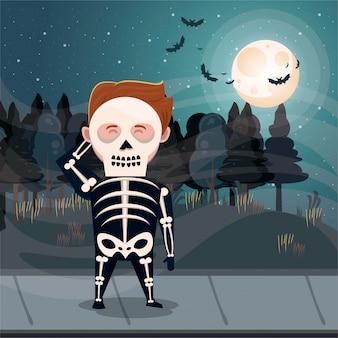 Halloween-dunkle szene mit jungenskelettkostüm