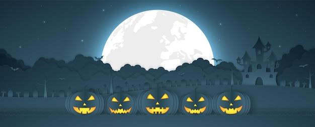 Halloween-kürbiskopf mit schloss, friedhof auf dem hügel und vollmond, papierkunststil
