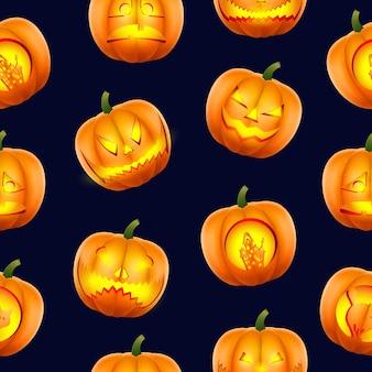 Halloween-muster nahtlos. kürbisse mit beängstigend geschnitzten schnauzen. realistischer stil auf schwarzem hintergrund. vektor.
