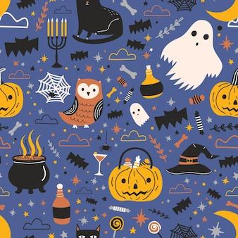 Halloween nahtloses muster mit lustigen gruseligen magischen kreaturen und gegenständen auf dunklem hintergrund - geist, jack-o'-laterne, schwarze katze, eule, spinnennetz. flache cartoon-vektor-illustration für textildruck.