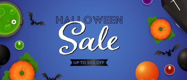Halloween sale schriftzug, kürbisse, trank und kerzen