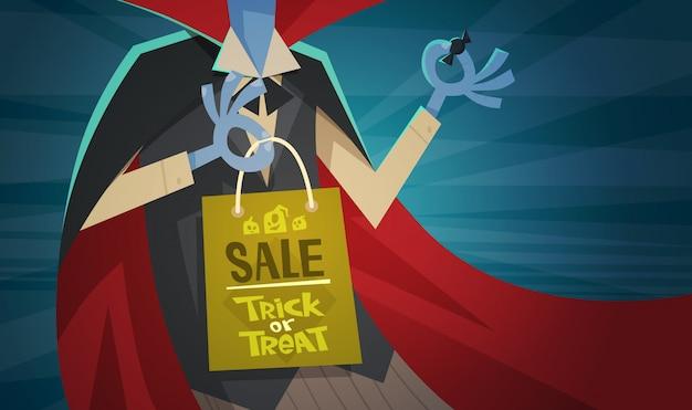 Halloween-verkaufs-saisonrabatt-konzept-monster-hand, die einkaufstasche hält