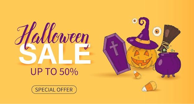 Halloween-verkaufsplakat mit beschriftung und halloween-objekten im skizzenstil