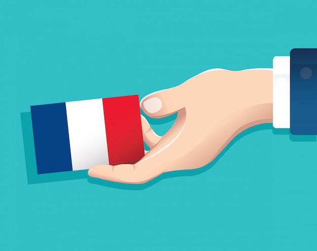 Hand, die frankreich-flaggenkarte hält