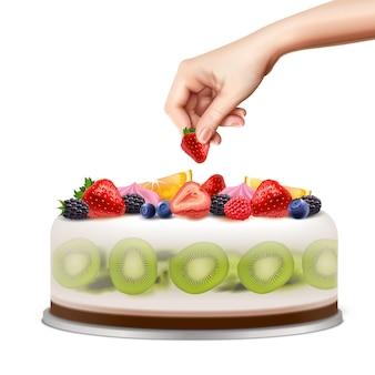 Hand, die geburtstags- oder hochzeitstorte mit realistischer bildillustration der frischen fruchtbeeren-nahaufnahme-seitenansicht verziert