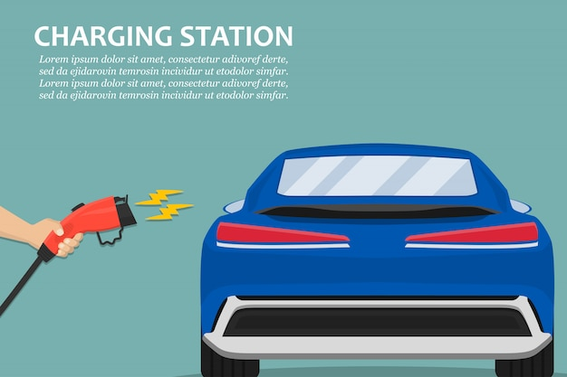 Hand, die ladestecker für ladestation des elektroautos hält