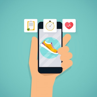 Hand, die mobile smartphone-app mit mit route angezeigter spur hält