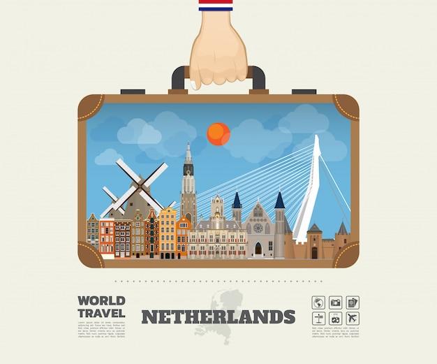 Hand, die niederländische markstein-globale reise und reise infographic-tasche trägt.