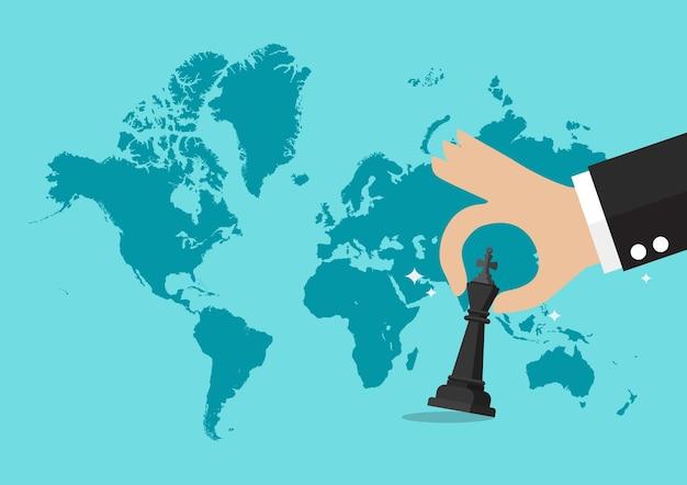 Hand, die schachzahl mit weltkartehintergrund hält