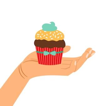 Hand, die schokoladenkuchengeschenk hält