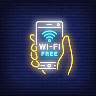 Hand, die smartphone mit freiem neontext des wi-fi hält