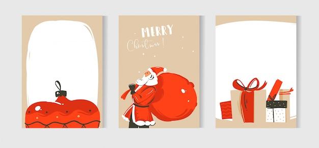 Hand gezeichnete abstrakte spaß frohe weihnachten zeit cartoon illustrationen karten sammlung mit weihnachtsmann, überraschung geschenkboxen und weihnachtsbaum spielzeug auf bastelpapier hintergrund gesetzt.