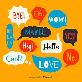 Hand gezeichnete bunte spracheblasen mit verschiedenen ausdrücken
