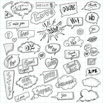 Hand gezeichnete comic-sprechblasen mit populärem nachrichtenskizzenentwurf