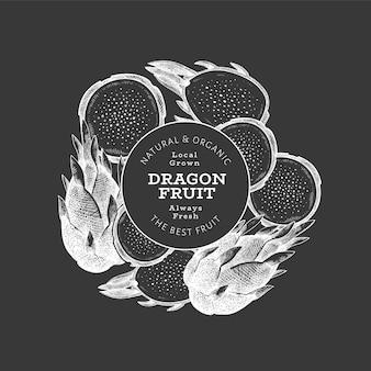 Hand gezeichnete drachenfruchtschablone. bio-illustration für frische lebensmittel auf kreidetafel. retro pitaya obst banner.