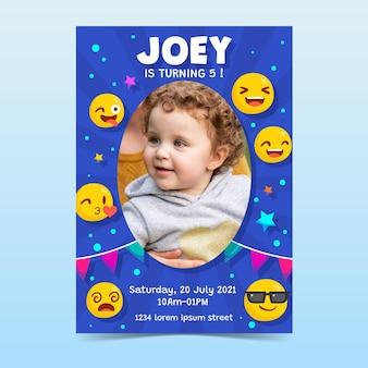 Hand gezeichnete emoji-geburtstagseinladung mit foto