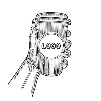 Hand gezeichnete hände, die tasse kaffee halten. platz für ihr logo. skizzieren.