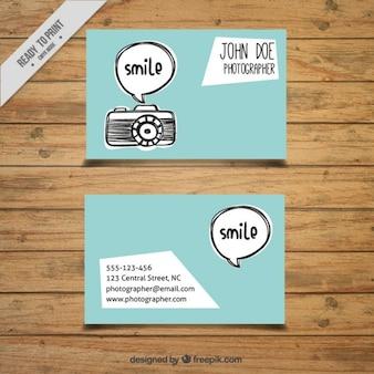 Hand gezeichnete kamera und sprechblase fotografiekarte