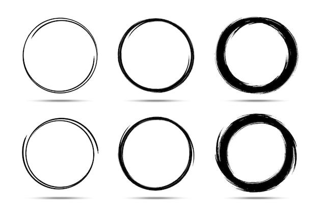 Hand gezeichnete kreise skizzieren rahmensatz. kritzeln sie den linienkreis. doodle kreisförmige runde designelemente
