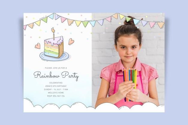 Hand gezeichnete regenbogengeburtstagseinladungsschablone mit foto