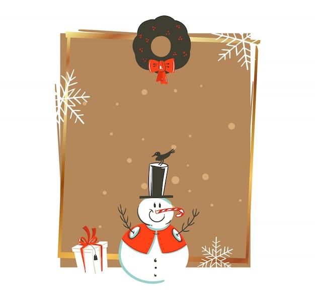 Hand gezeichnete weinlese-weihnachts- und frohes neues jahr-weinlese-waschbärillustrationsgrußkartenschablone mit schneemann und geschenkbox auf weißem hintergrund