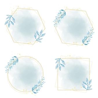 Hand gezeichneter blauer blattrahmen auf aquarellblau-spritzer
