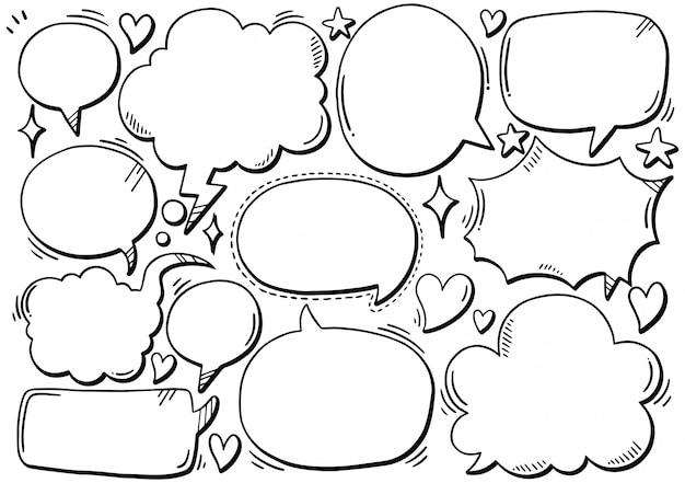 Hand gezeichneter hintergrund satz der netten spracheblase in der gekritzelart